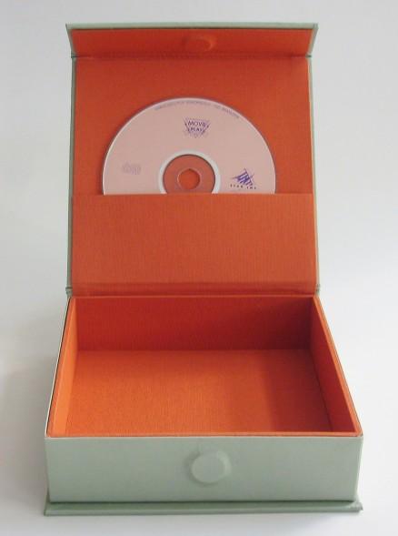 Detalhe do bolso interno em saphir para cd.